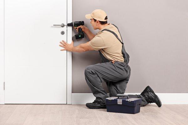 Montaż wymiana zamków w drzwiach